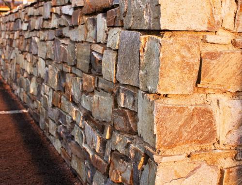 Gartenmauer aus Naturstein